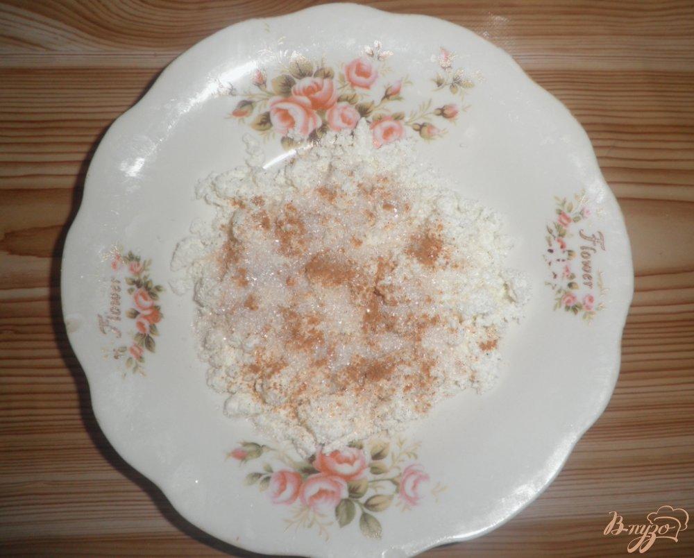 Фото приготовление рецепта: Десерт Персиковое наслаждение с творогом и шоколадом шаг №1