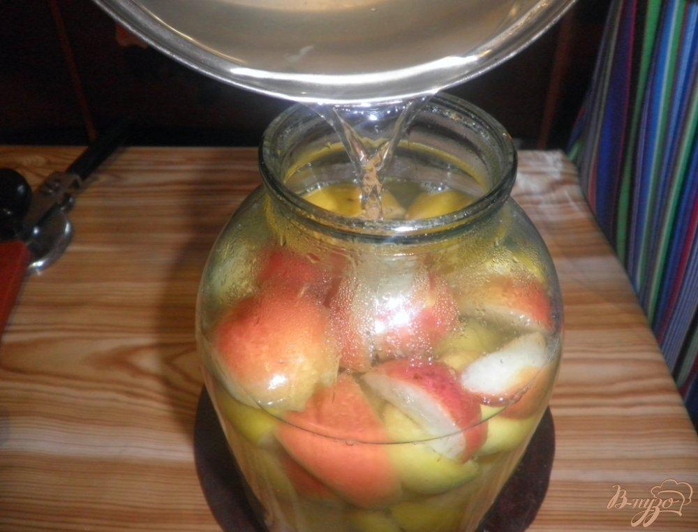 Фото приготовление рецепта: Ароматный компот на зиму шаг №5