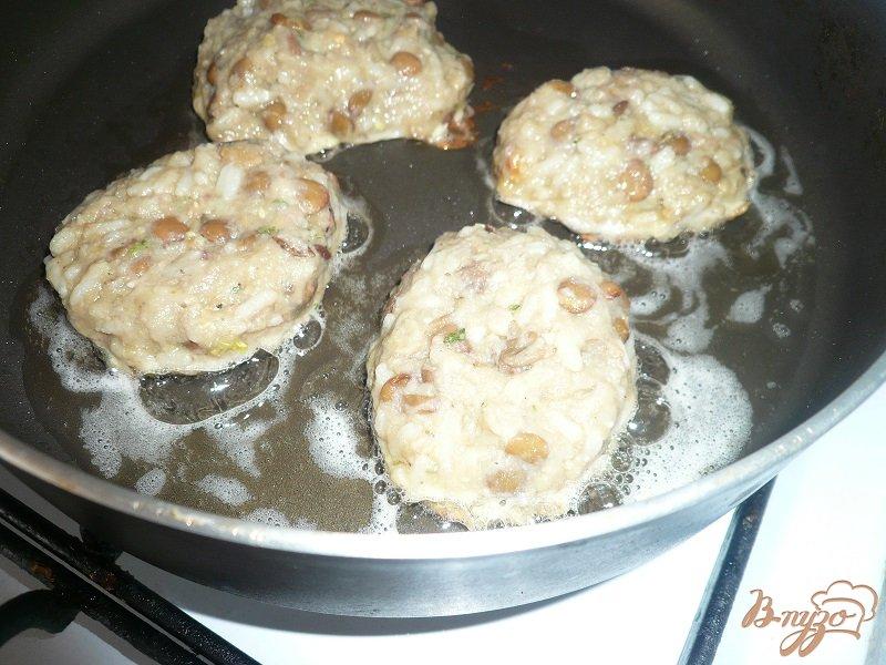 Фото приготовление рецепта: Котлеты из гороха и чечевицы шаг №4