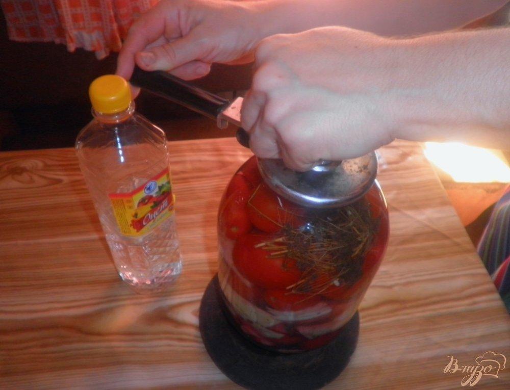 Фото приготовление рецепта: Консервированные помидоры с капустой и свеклой шаг №7