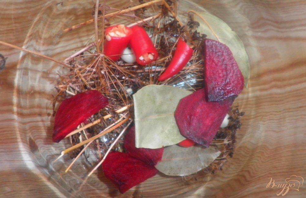 Фото приготовление рецепта: Консервированные помидоры с капустой и свеклой шаг №1