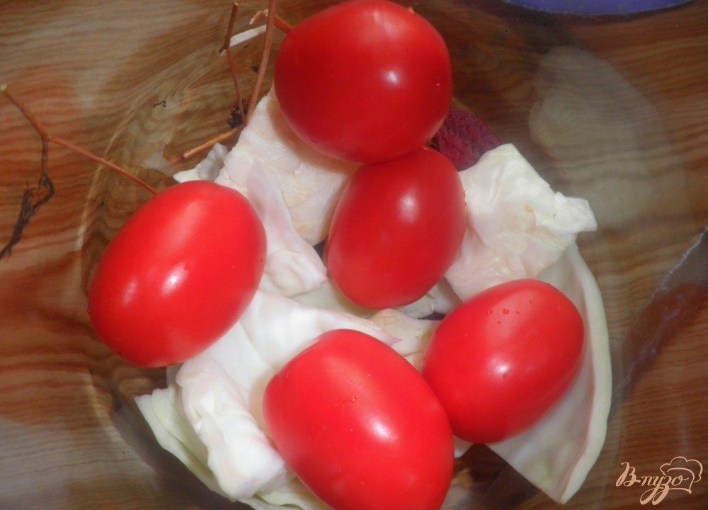Фото приготовление рецепта: Консервированные помидоры с капустой и свеклой шаг №2