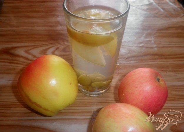 фото рецепта: Яблочный компот с виноградом