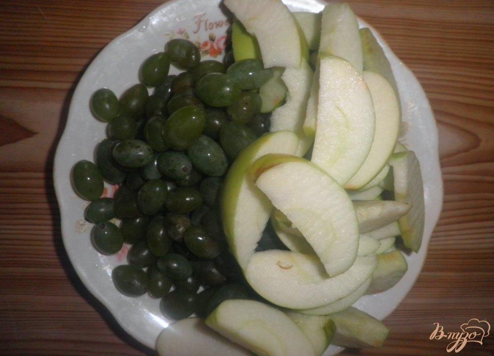 Фото приготовление рецепта: Яблочный компот с виноградом шаг №1