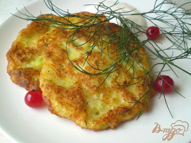 Фото приготовление рецепта: Деруны кабачковые с чесноком и укропом шаг №8