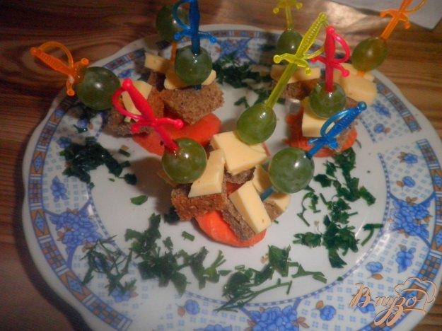 Рецепт Канапе с виноградом и сыром