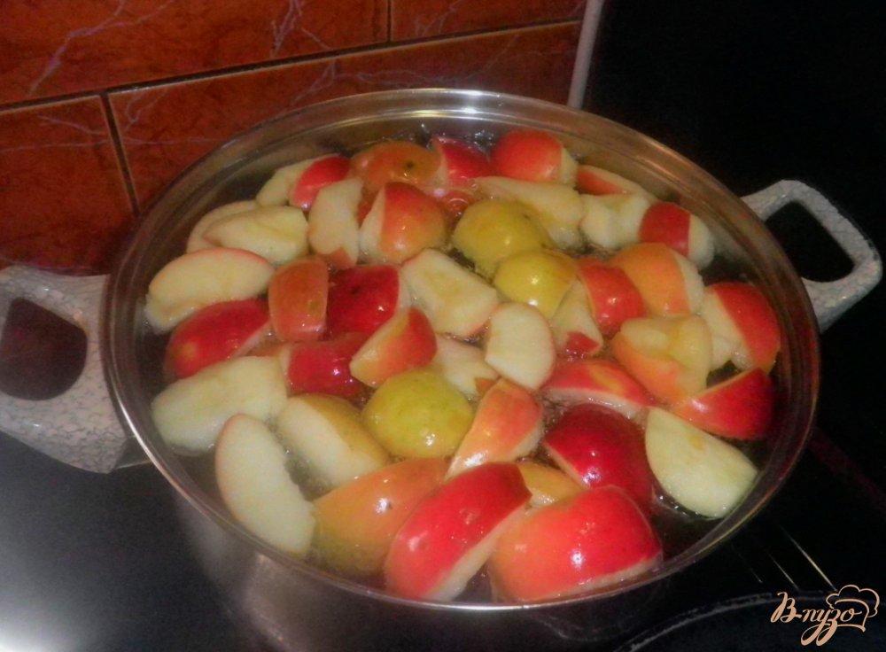 Фото приготовление рецепта: Виноградно-яблочный компот на зиму шаг №1