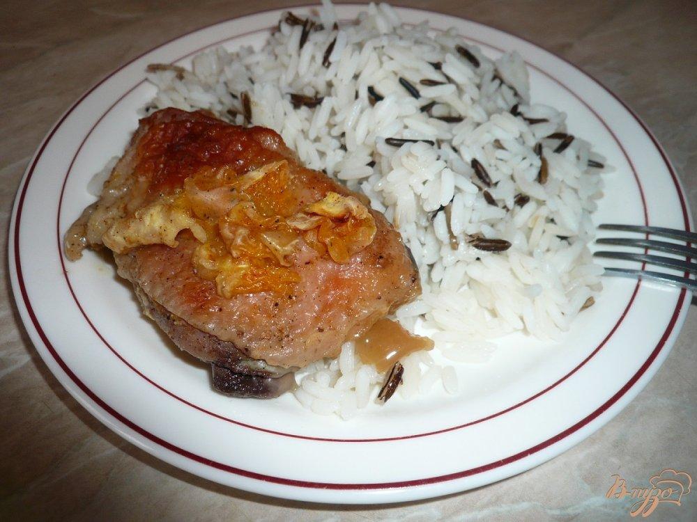 Фото приготовление рецепта: Курица, запеченная с мандаринами и медом шаг №9