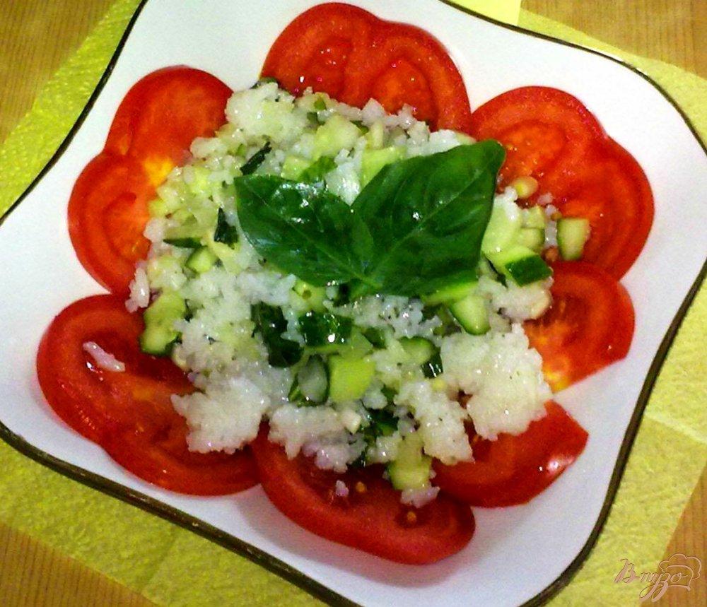 Фото приготовление рецепта: Салат с рисом и базиликом шаг №6