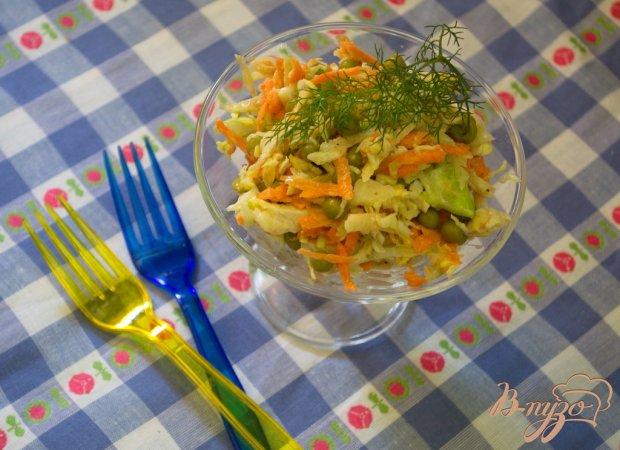 Салат с капустой, курицей и морковью