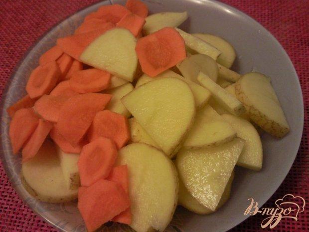 Молодой картофель с овощами под сметаной