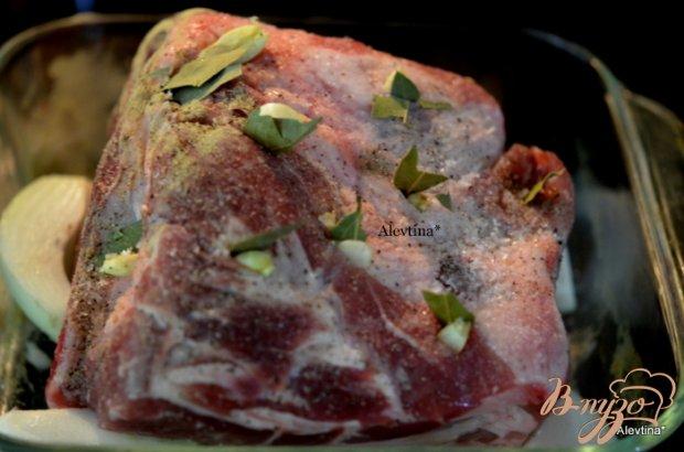 Свинина в духовке с лавровым листом