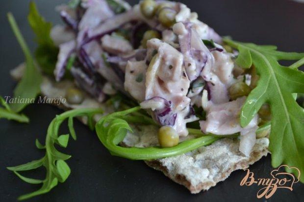 Капустный салат с копченой курицей