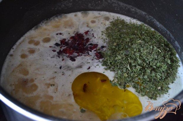 Рисовый гарнир с вяленой клюквой и кинзой