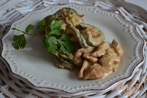 Куриное мясо с цукини в арахисовом соусе