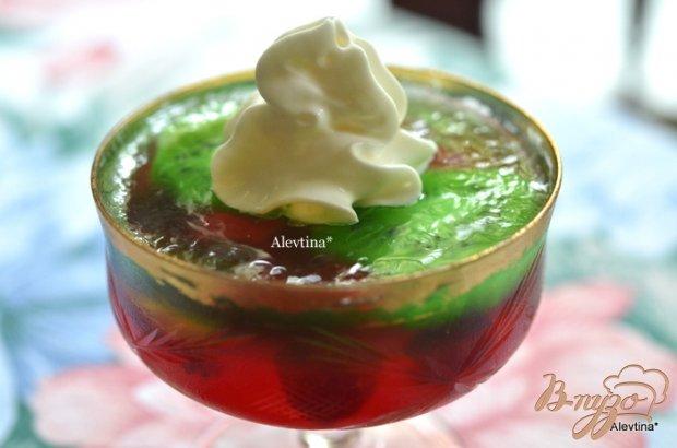 Двухслойный желе с ягодами и фруктами