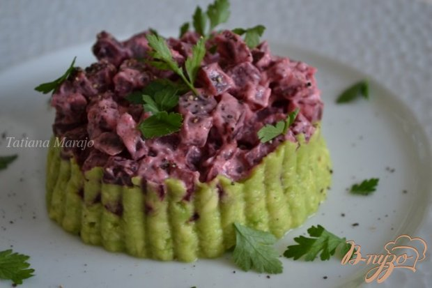 Салат из авокадо со свеклой