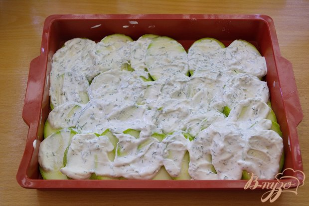 Молодые кабачки со сметаной, чесноком и сыром
