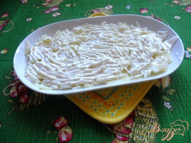 Салат с копченой горбушей слоеный