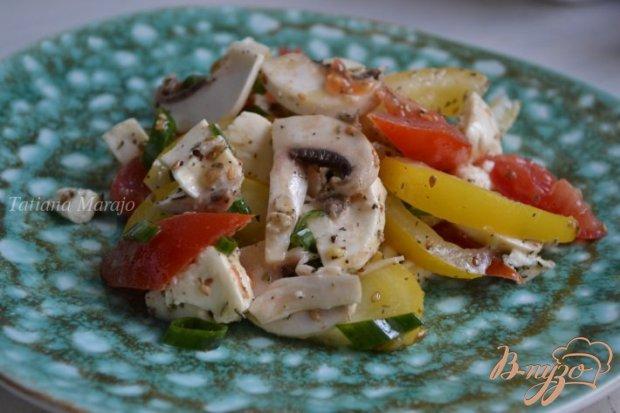 Помидорный салат с шампиньонами