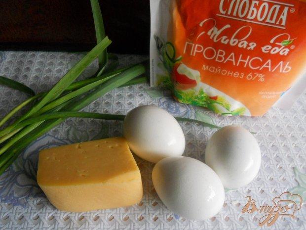 Салат сырный с молодым чесночком