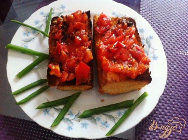 фото рецепта: Брускетта с помидорами