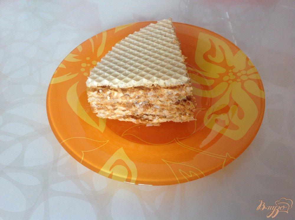 Фото приготовление рецепта: Вафельный торт со сгущенкой шаг №7