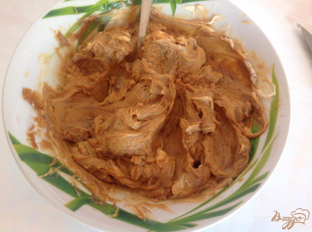 Фото приготовление рецепта: Вафельный торт со сгущенкой шаг №4