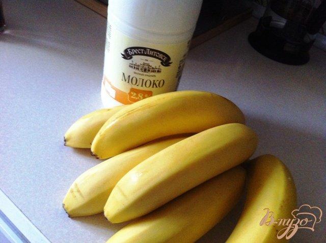 Фото приготовление рецепта: Коктейль молочно-банановый шаг №1