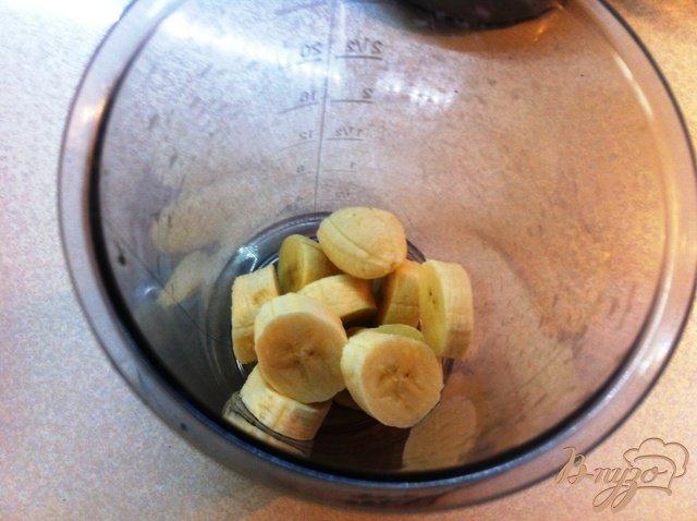 Фото приготовление рецепта: Коктейль молочно-банановый шаг №2