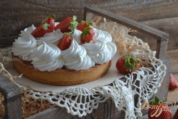 Рецепт Клубничный тарт с меренгой
