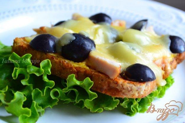 Рецепт Горячая тартина с копченой куриной грудкой