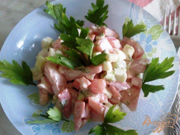 Рецепт Салат с красной рыбой и помидорами