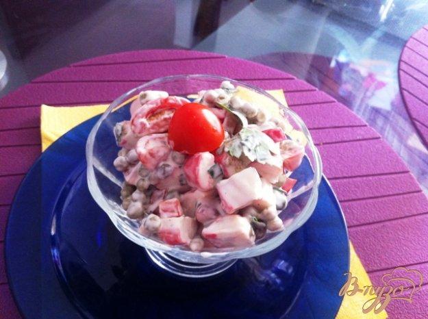 Рецепт Салат с крабовыми палочками и помидорами