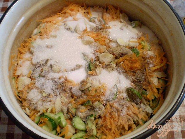 Фото приготовление рецепта: Огурцы по-корейски шаг №5