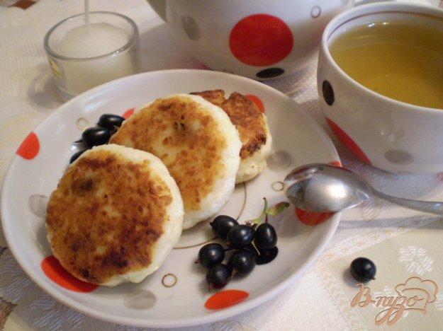 Рецепт Сырники с черной смородиной