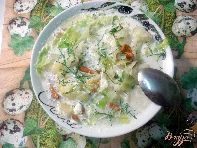 Фото приготовление рецепта: Суп с лисичками и цветной капустой шаг №7