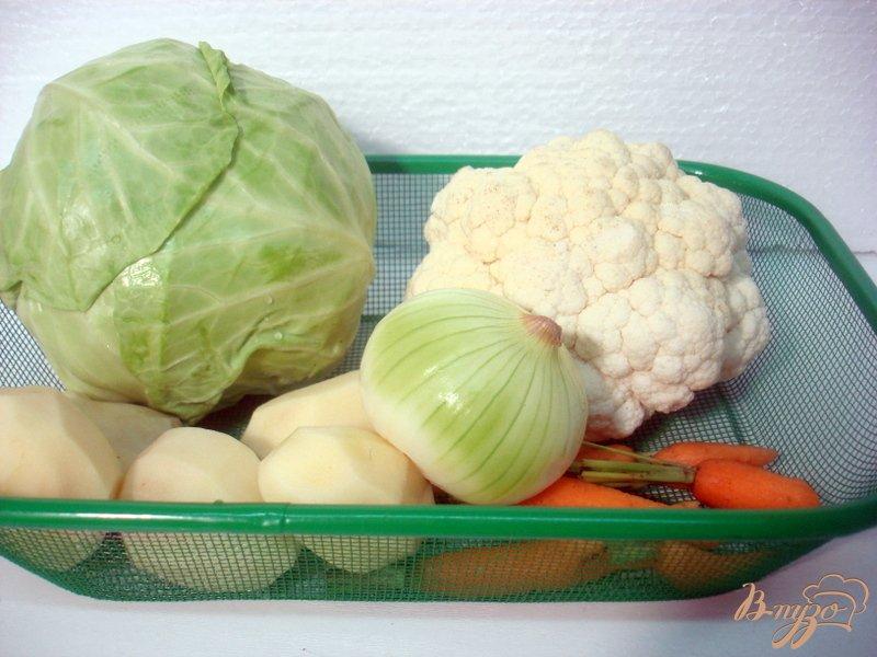Фото приготовление рецепта: Суп с лисичками и цветной капустой шаг №1