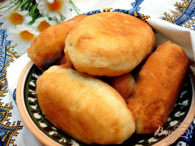 фото рецепта: Жареные пирожки на кефире с квашеной капустой
