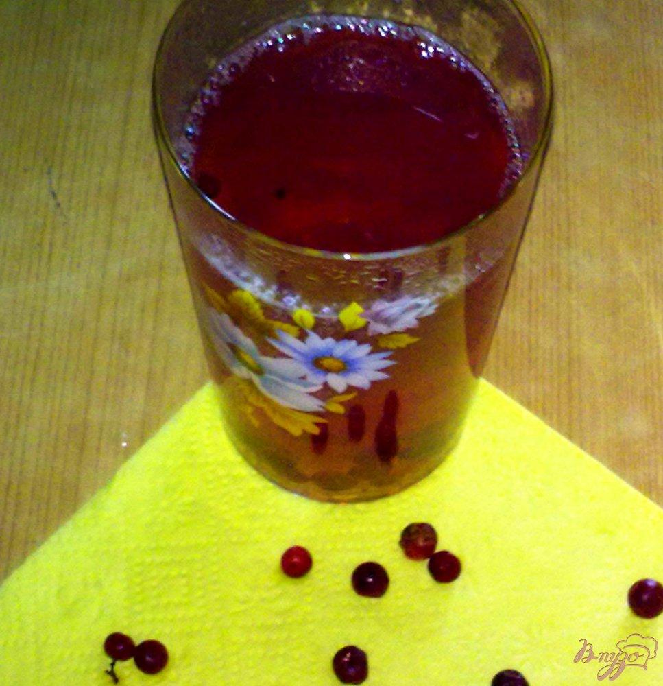 Фото приготовление рецепта: Компот бруснично-персиковый шаг №4