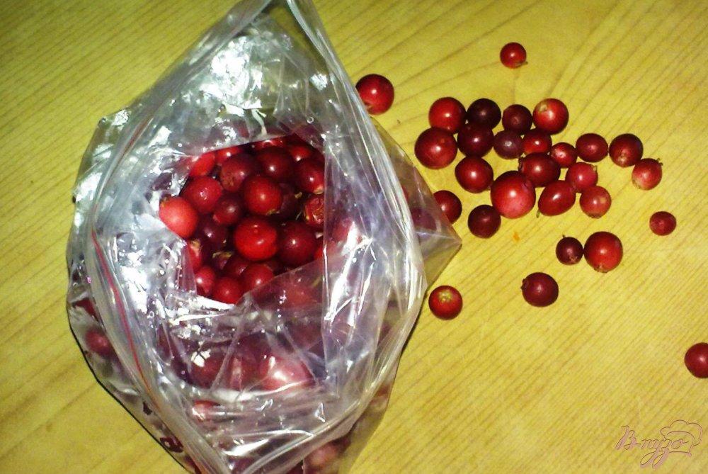 Фото приготовление рецепта: Замороженная брусника шаг №5