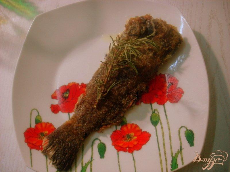 Фото приготовление рецепта: Рыба жареная с дымком шаг №3
