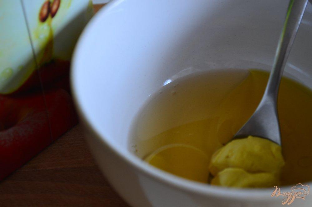 Фото приготовление рецепта: Салат с ржаными хлебцами шаг №5