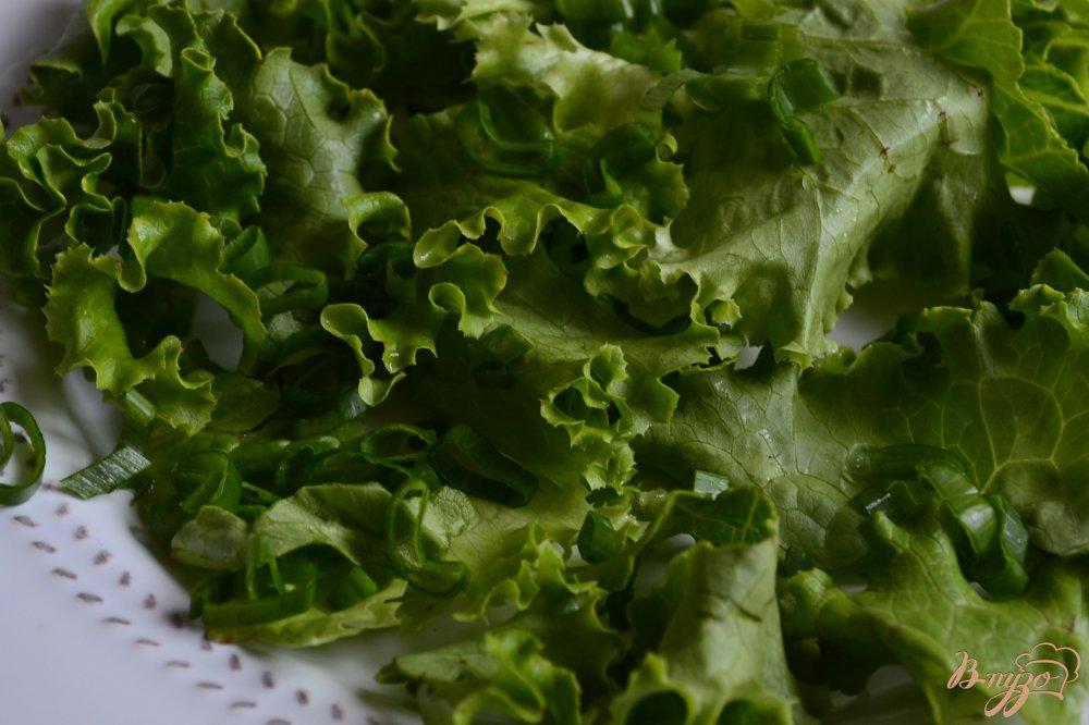 Фото приготовление рецепта: Салат с ржаными хлебцами шаг №1