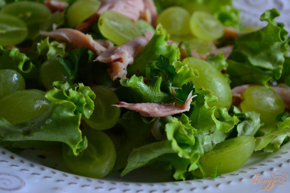 Фото приготовление рецепта: Салат с ржаными хлебцами шаг №3