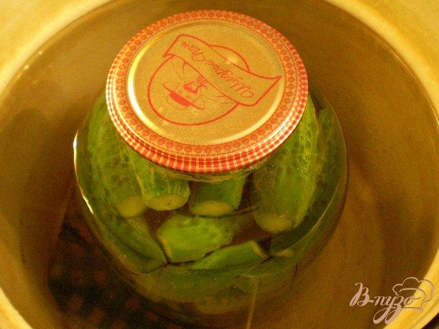 Фото приготовление рецепта: Огурцы консервированные шаг №7