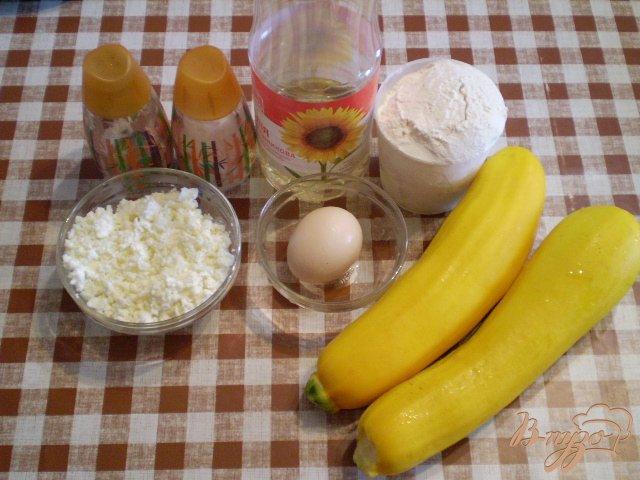 Фото приготовление рецепта: Кабачковые оладьи с творогом шаг №1