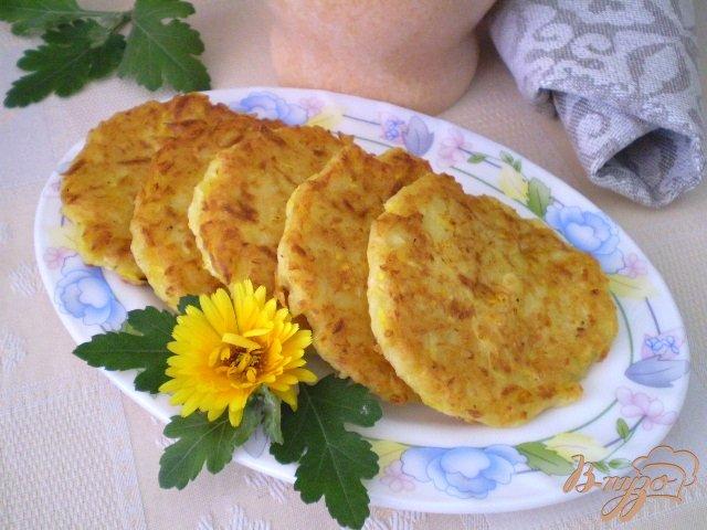 Фото приготовление рецепта: Кабачковые оладьи с творогом шаг №6