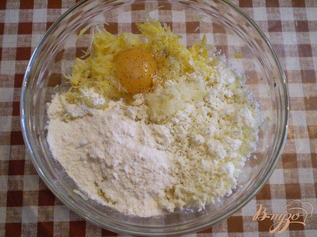 Фото приготовление рецепта: Кабачковые оладьи с творогом шаг №2