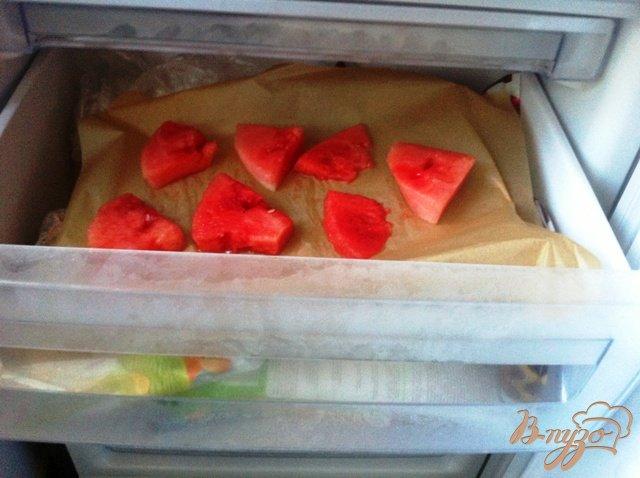 Фото приготовление рецепта: Замороженный арбуз шаг №3